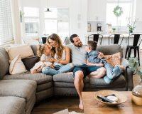 Πως Διαχειρίζεσαι τις Οικογενειακές Σχέσεις όταν Περνάς Χρόνο στο Σπίτι