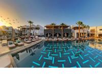 Tο Πολυτελές Radisson Blu Zaffron Resort στη Σαντορίνη